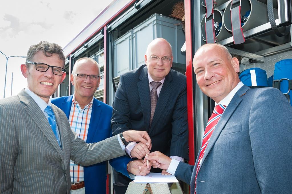 V.l.n.r. André van de Nadort (Veiligheidsregio Groningen), Emme Groot (gemeente Delfzijl), Johan Visser (Chemie Park Delfzijl) en Joris van den Enden (Falck)