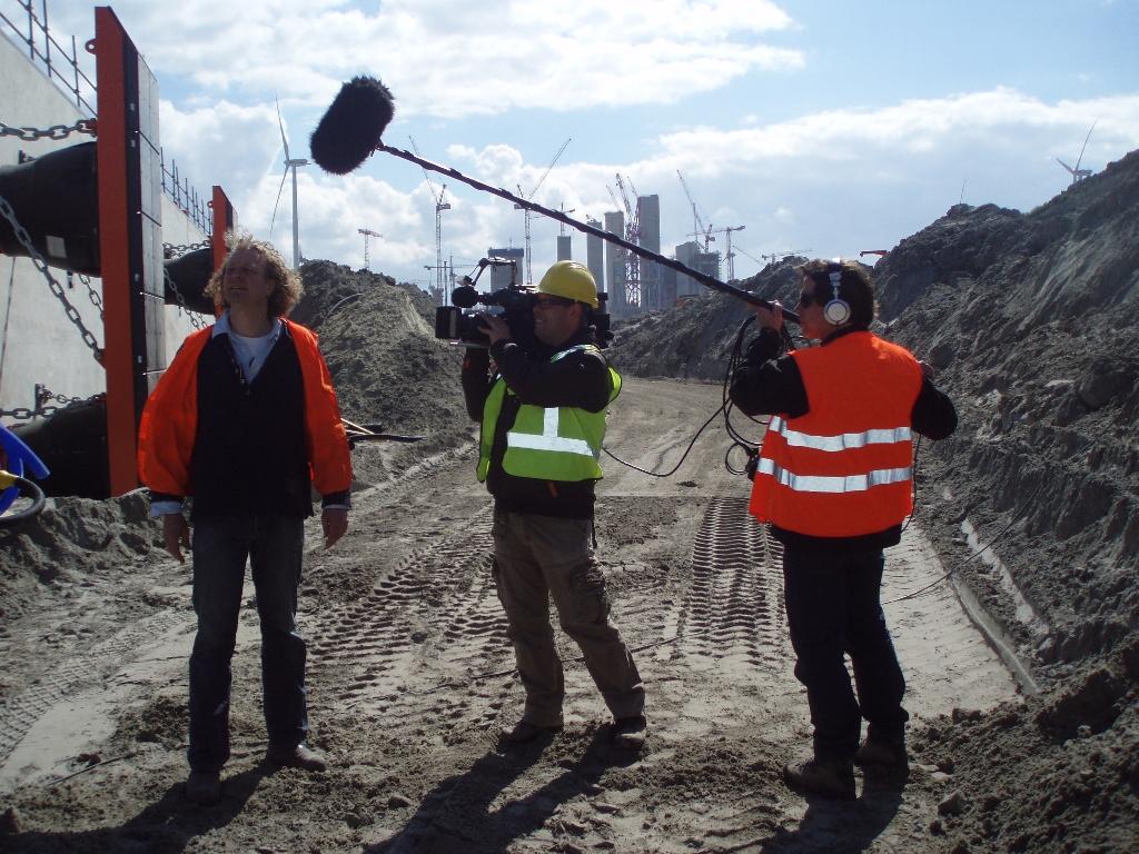 Filmploeg aan het werk in de Eemshaven