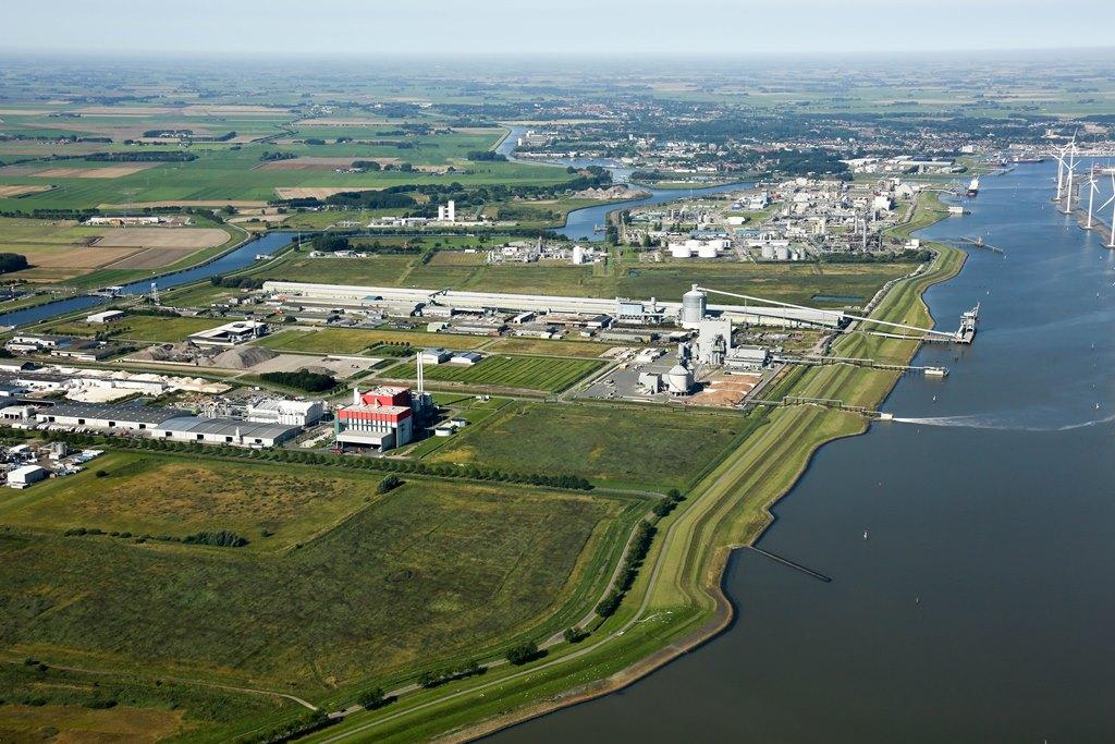 Industriegebied Oosterhorn met op de voorgrond het voormalige grondbergingsterrein Valgen-Oost