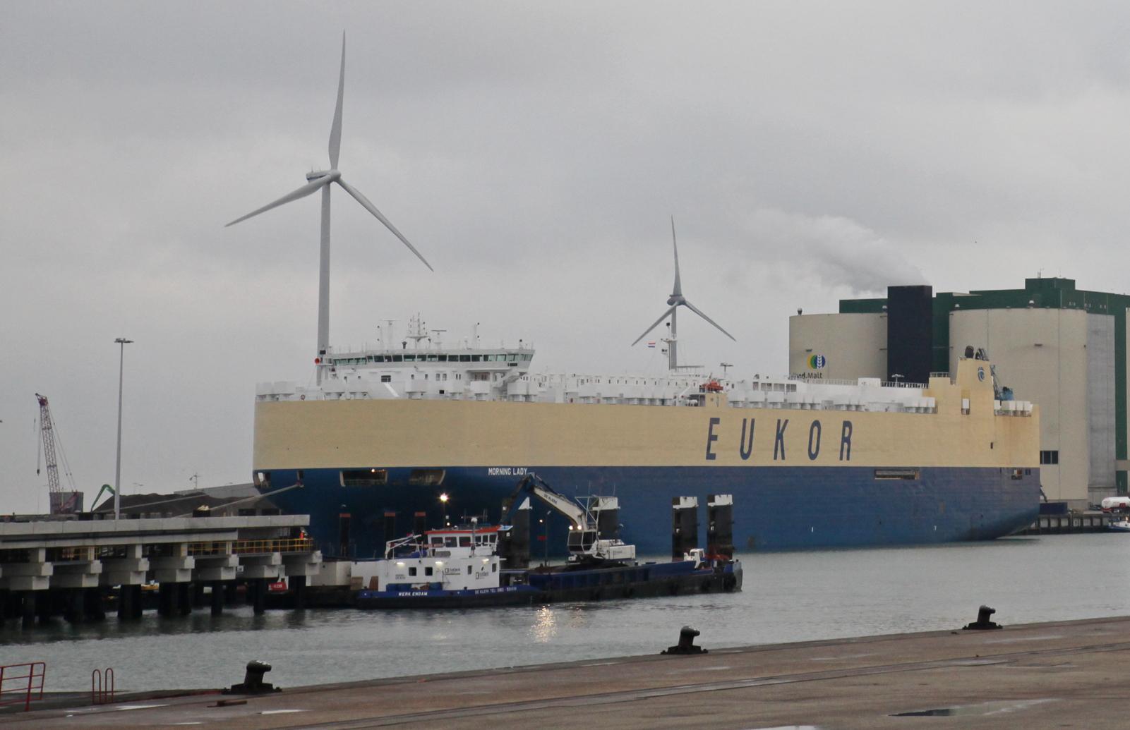 De Morning Lady afgemeerd aan de bulkkade bij Orange Blue Terminals (foto Koos Boertjens)