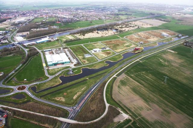 Bedrijvenpark Fivelpoort ligt op een mooie zichtlocatie tussen het Eemskanaal en de N33 nabij Appingedam