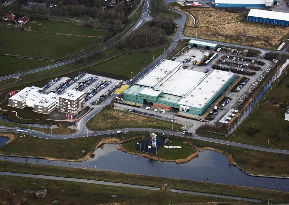 Rechts het pand van Fivelingo, waarin Biopack gevestigd is, op Bedrijvenpark Fivelpoort in Appingedam. Links het kantoor van CVW.