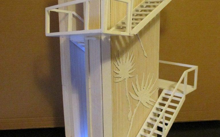 Een maquette van de uitkijktoren de GROENE POORT in de Eemshaven